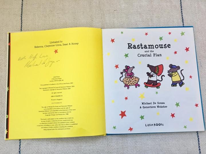 Cartea cu șoarecii-detectivi care cântă într-o formațiereggae